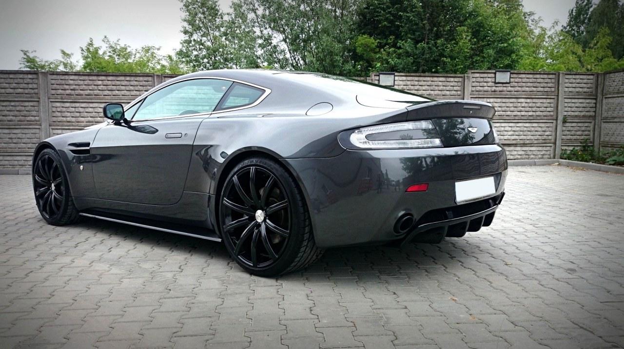Dokładki Progów Aston Martin V8 Vantage Carbon Fibre Look - GRUBYGARAGE - Sklep Tuningowy